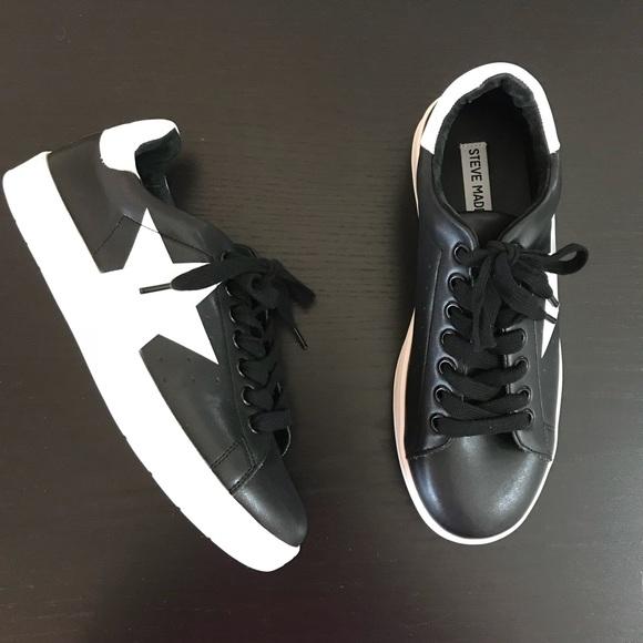 7d9ddbe8476 NWOT Steve Madden • Rhode Star Lace Up Sneaker